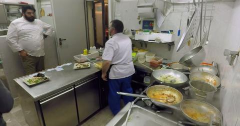 Cucine da incubo italia le ricette di chef cannavacciuolo spaghetti ai frutti di mare dplay - Cucine da incubo stagione 5 ...